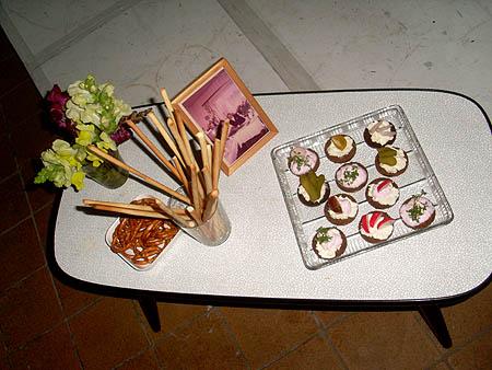 Tischchen mit Schnittchen